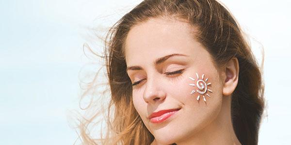 مواد شیمیایی ضد آفتاب وارد خونتان میشوند اما باید ضد آفتاب بزنید