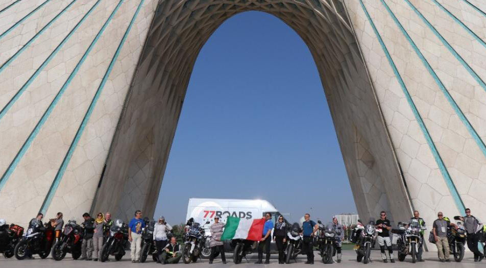 توریست های خارجی در میدان آزادی - توریست های ایتالیایی در میدان آزادی