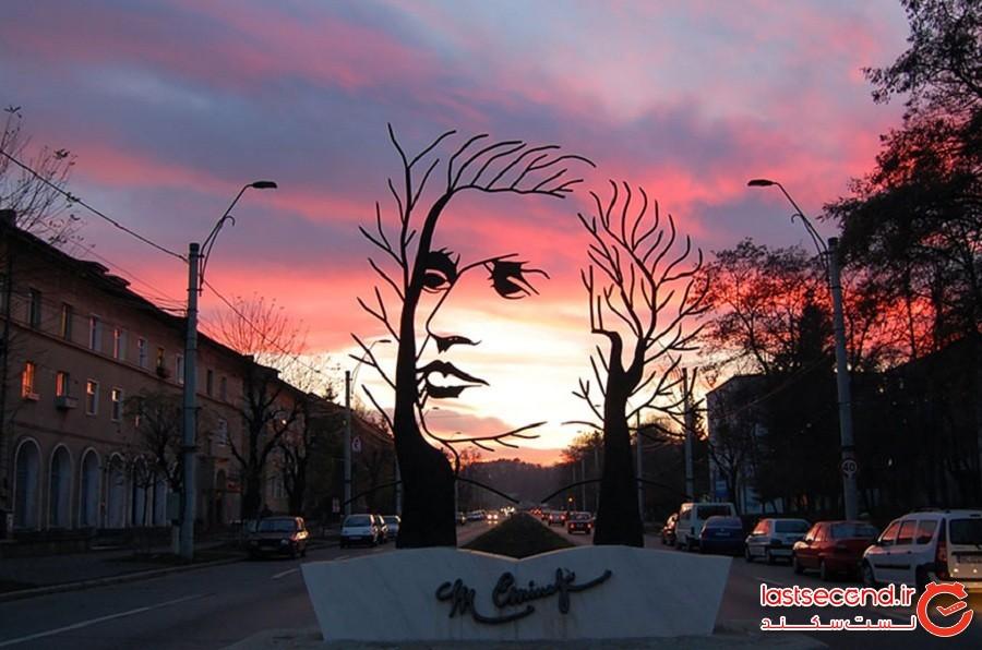 مجسمه میای امینسکو، شهر اونستی، کشور رومانی