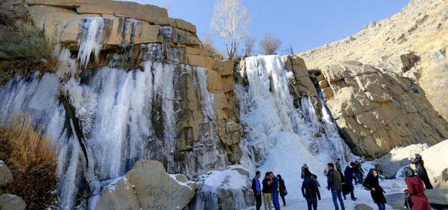 آبشار گنجنامه | Photo by : Pouria Pakizeh